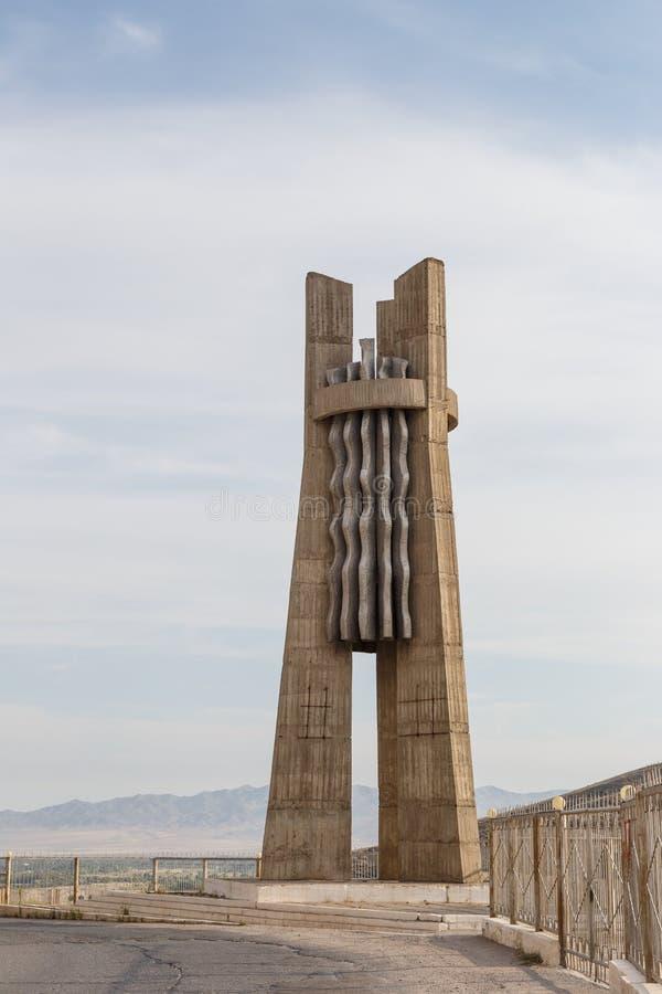 Presa del depósito de Stella Kirov Construido 1965 - 1975 Talas del valle, K foto de archivo