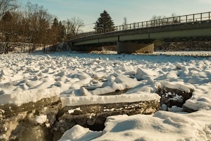 Presa del hielo en el río de Housatonic fotos de archivo