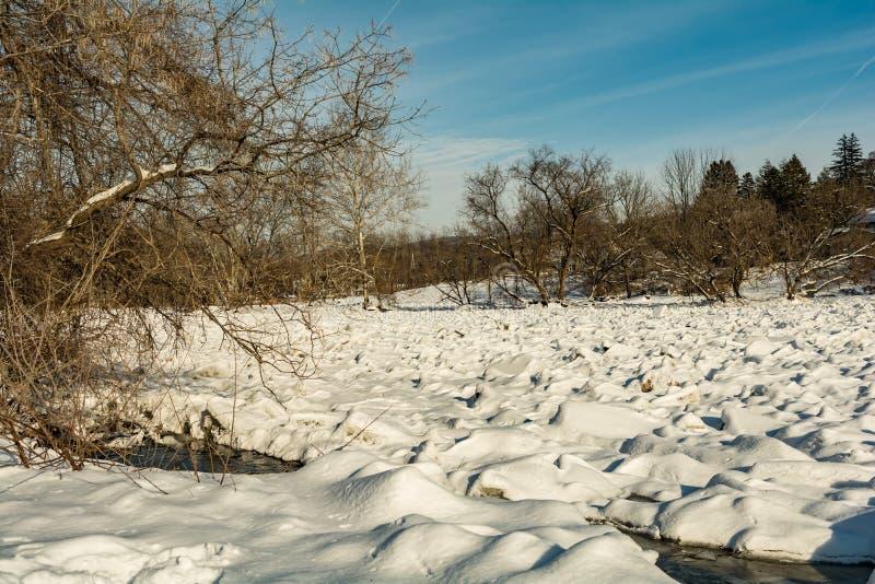 Presa del hielo en el río de Housatonic imagen de archivo