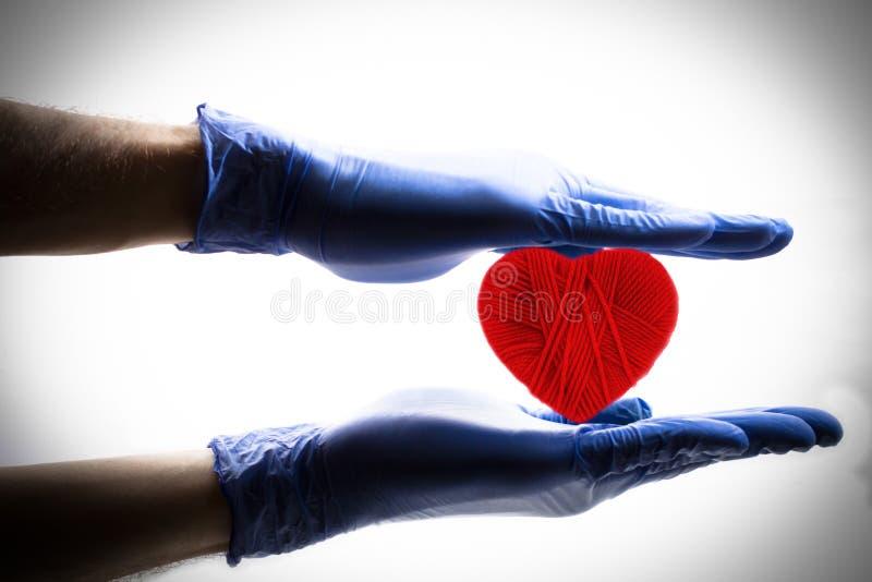 Presa della cura del cuore fotografia stock libera da diritti