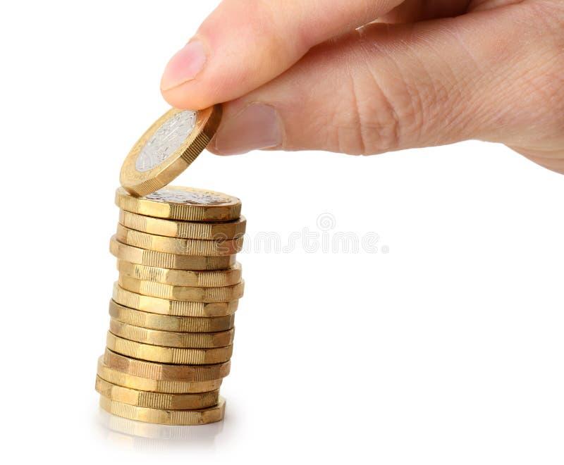 Presa della moneta dalla pila fotografia stock