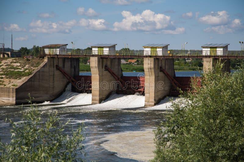 Presa en el río Alatyr fotografía de archivo libre de regalías