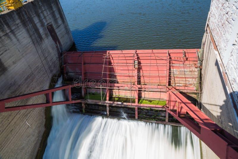 Presa en el río Alatyr fotografía de archivo