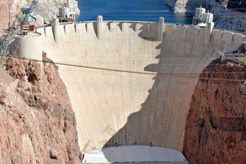 Presa Hoover, una señal hidroeléctrica masiva de la ingeniería situada en la frontera de Nevada y de Arizona fotos de archivo