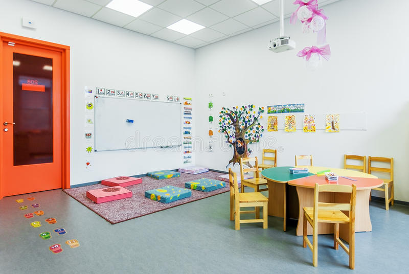 Modern English Classroom : Preschool class english of the academy modern education