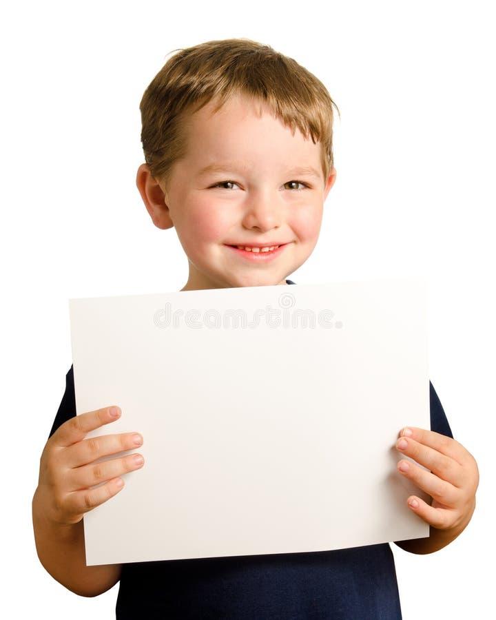 preschooler удерживания мальчика милый счастливый подписывает вверх детенышей стоковое изображение rf