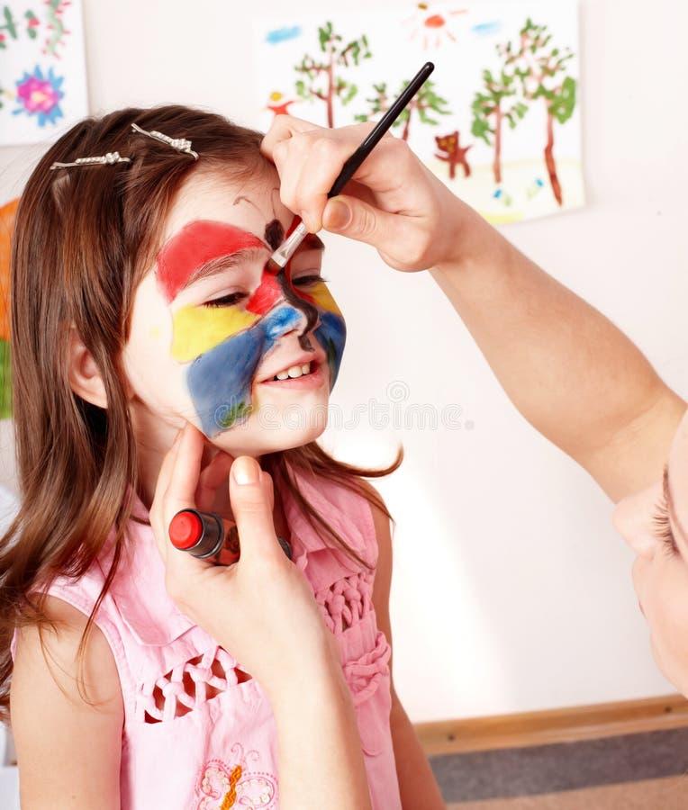 Preschooler del niño con la pintura de la cara. fotografía de archivo libre de regalías