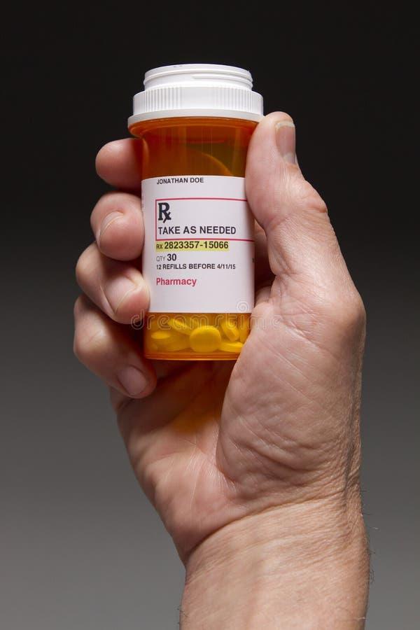 Prescripción que se sostiene paciente, vertical fotos de archivo