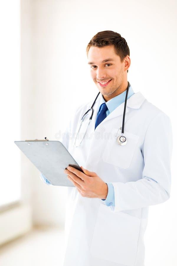 Prescrizione maschio di scrittura di medico fotografie stock libere da diritti