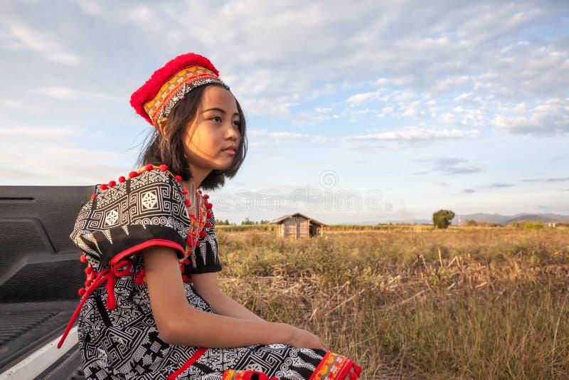 Presentación asiática de la muchacha fotos de archivo