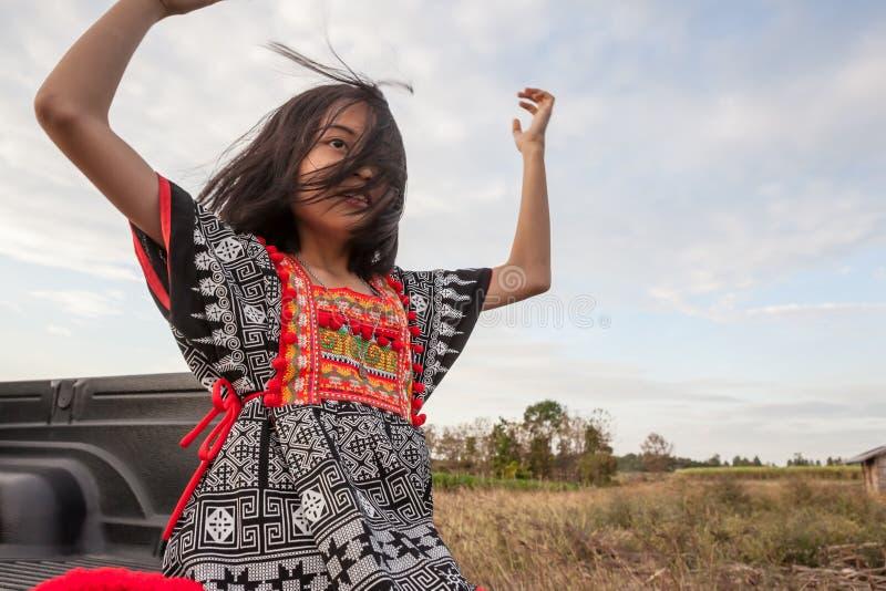 Presentación asiática de la muchacha imagen de archivo