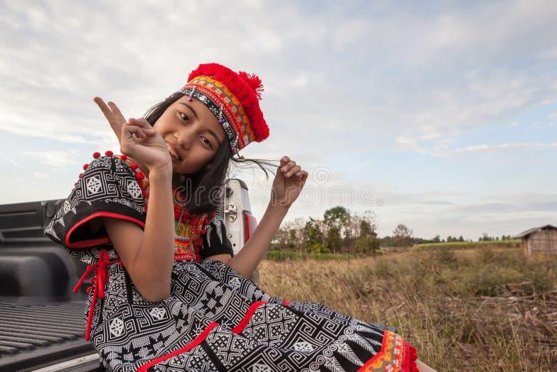 Presentación asiática de la muchacha foto de archivo libre de regalías