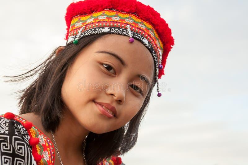 Presentación asiática de la muchacha imágenes de archivo libres de regalías