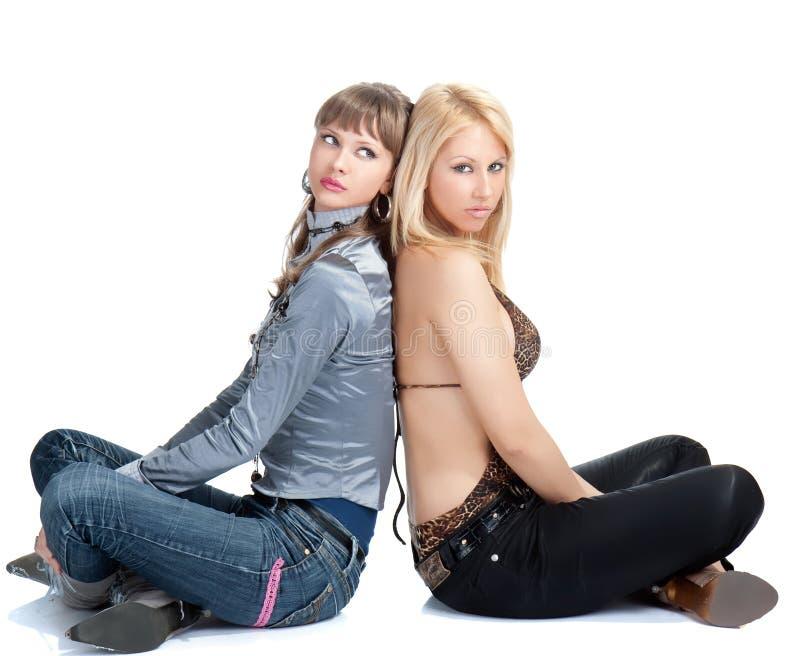 Presentación bonita joven de dos mujeres fotos de archivo