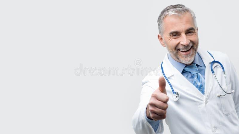Presentación confiada del doctor foto de archivo libre de regalías