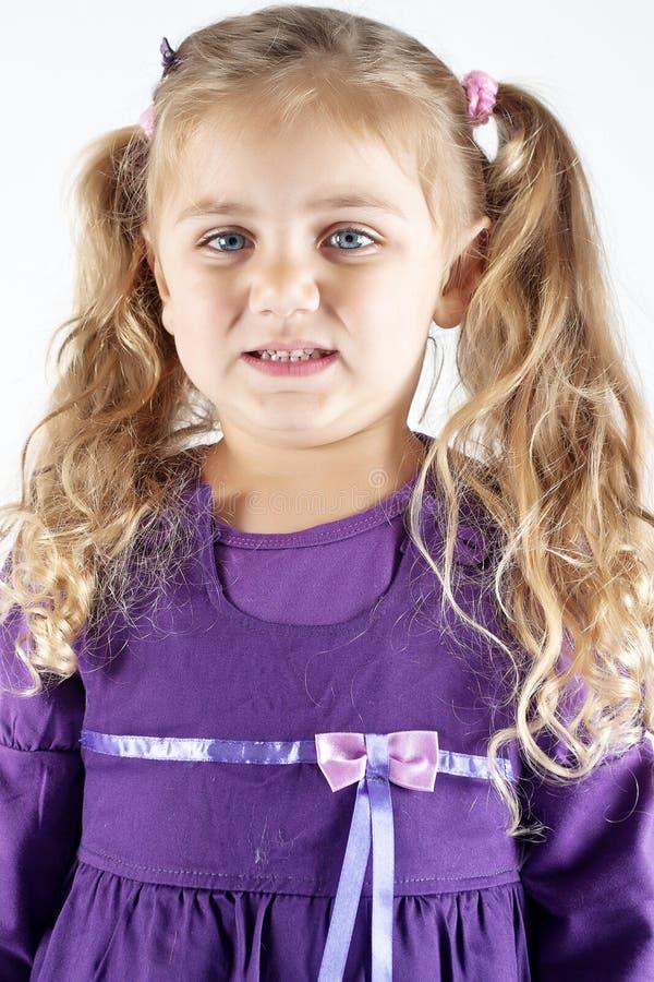 Presentación de la chica joven foto de archivo libre de regalías