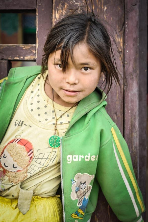 Presentación de la muchacha en Nepal fotos de archivo