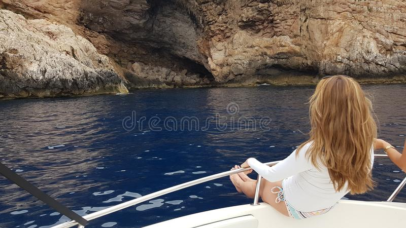 Presentación en un velero en la isla de Cabrera majorca foto de archivo libre de regalías