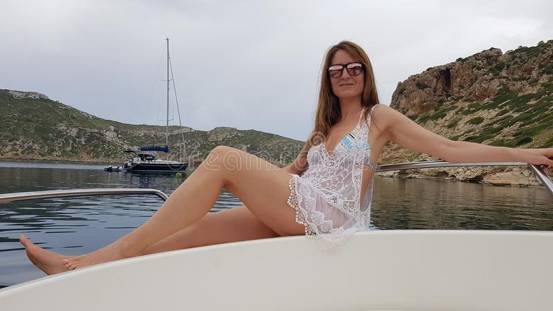 Presentación en un velero en la isla de Cabrera majorca foto de archivo