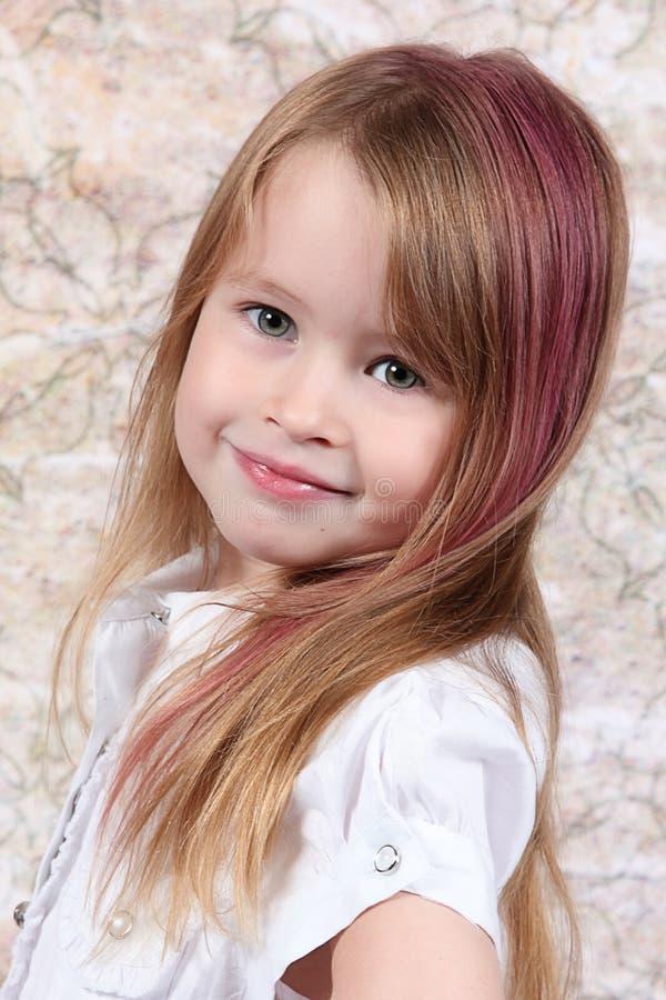 Presentación linda de la niña fotografía de archivo libre de regalías