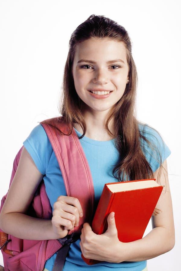 Presentación linda joven del adolescente alegre contra el fondo blanco con los libros y la mochila fotos de archivo libres de regalías