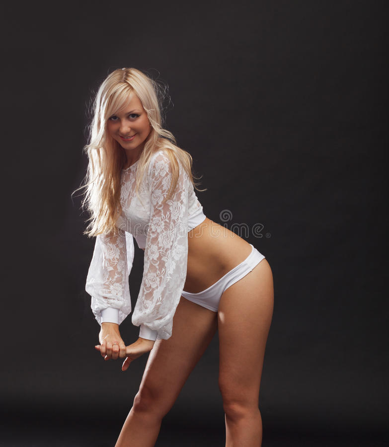 Presentación rubia joven atractiva en equipo erótico fotografía de archivo libre de regalías