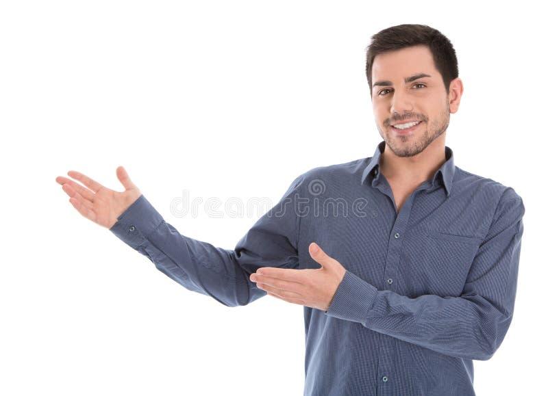 Presentación sonriente del hombre de negocios aislada sobre el fondo blanco. foto de archivo libre de regalías