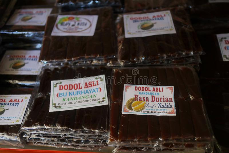 Presentaff?r i Banjarmasin, med en variation av lokala specialitetprodukter royaltyfria bilder
