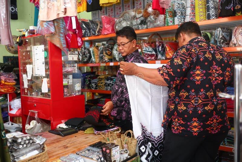 Presentaff?r i Banjarmasin, med en variation av lokala specialitetprodukter royaltyfri bild