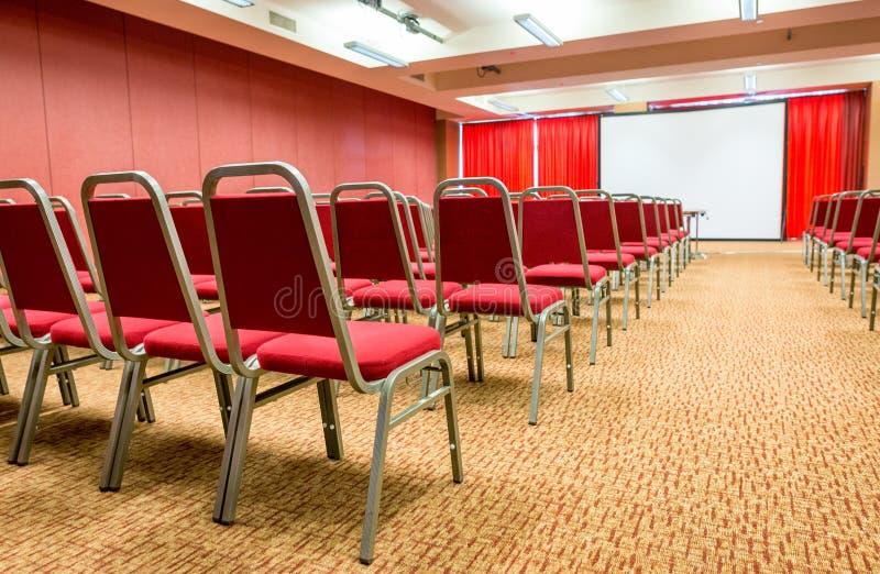 Presentaion和会议室 到达天空的企业概念金黄回归键所有权 库存照片