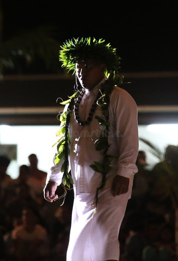 Presentatör under Heivaen 2013 i Bora Bora arkivbilder