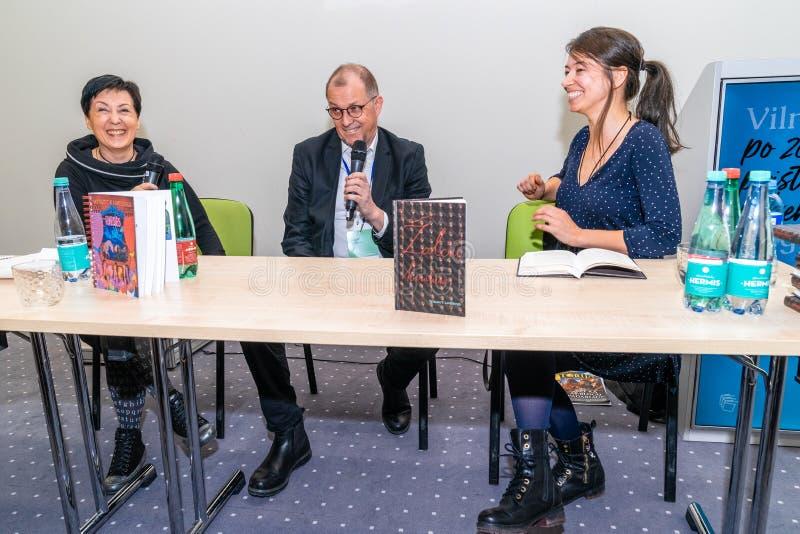Presentatie van Boek 'Koningin van de ringslangen door Litouwse schrijver Vytautas V Landsbergis bij de Vilnius-boekenbeurs stock foto