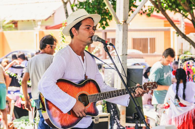 Presentatie van de zanger Nando Mantoni royalty-vrije stock fotografie