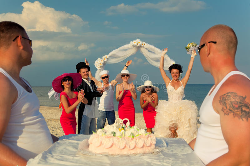 Presentatie van huwelijkscake. stock foto