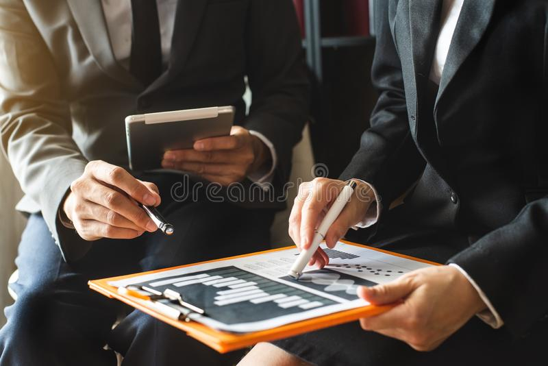 Presentation för lagaffärsmöte Funktionsdugligt projekt för handaffärsman royaltyfri bild