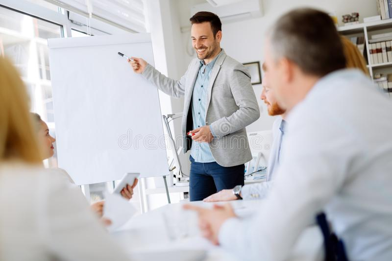 Presentation och utbildning i affärskontor royaltyfria bilder