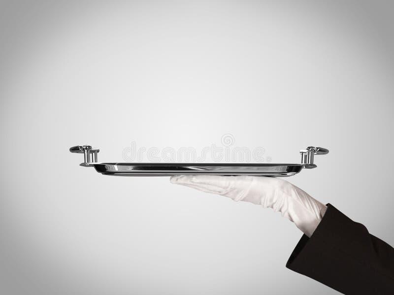 Presentation på plattan vid den stilfulla handen arkivfoton