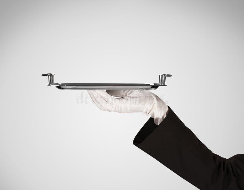 Presentation på plattan vid den stilfulla handen arkivbilder