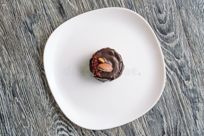 Presentationen bevattnade chokladkakan royaltyfri foto