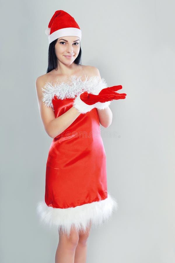 Presentazione del costume del Babbo Natale fotografie stock libere da diritti