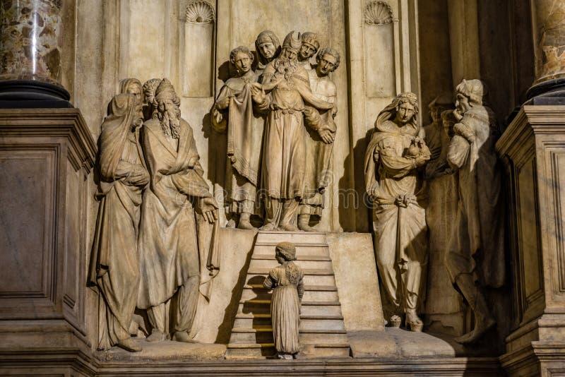Presentazione del ` di Maria nel ` del tempio dall'interno di Bambaia aka Busti dello scultore i Di Milano del duomo fotografia stock libera da diritti