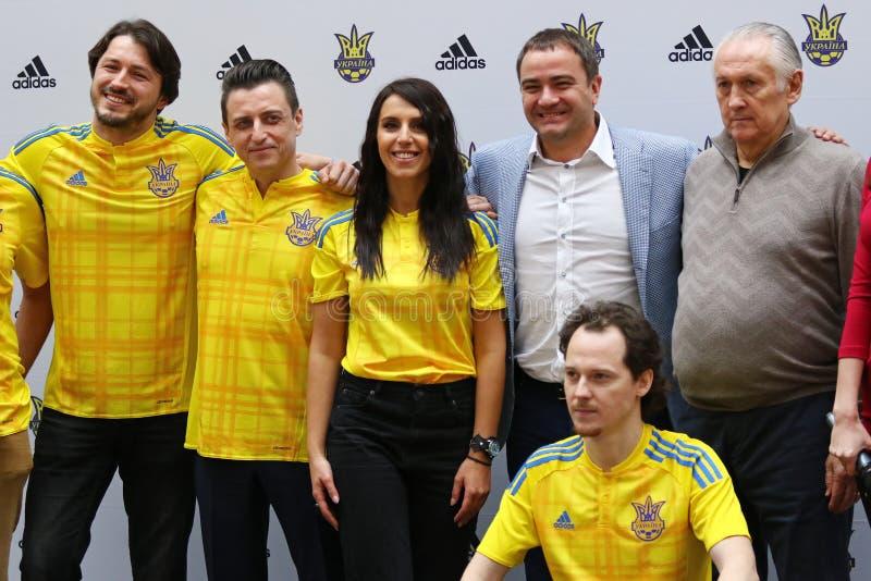 Presentazione di nuovo pullover della squadra di football americano nazionale di Ukr immagine stock libera da diritti