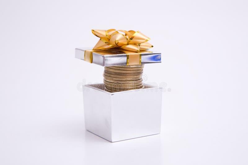 Presente Boxe completamente do dinheiro imagem de stock