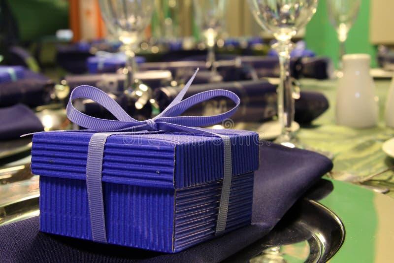 Presente da caixa azul imagem de stock royalty free