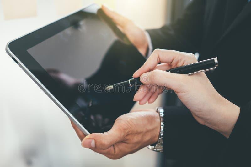 Presente da equipe do negócio, funcionamento do acionista profissional imagens de stock royalty free