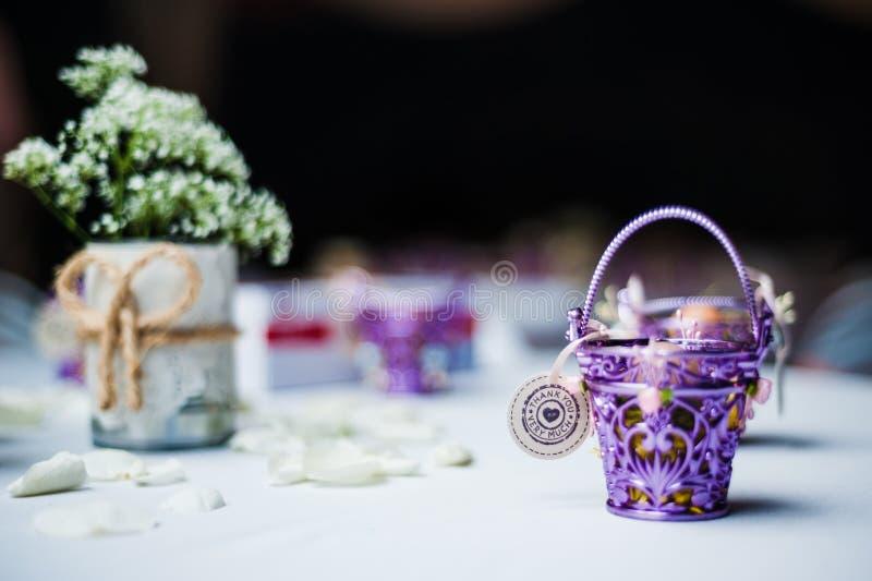 Presente da porta do casamento fotografia de stock royalty free