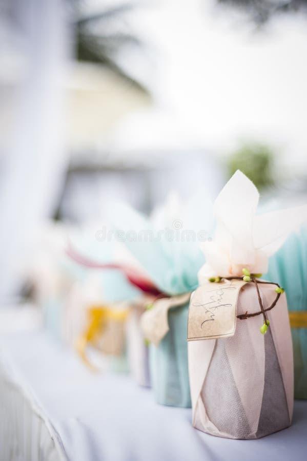 Presente da porta do casamento imagens de stock