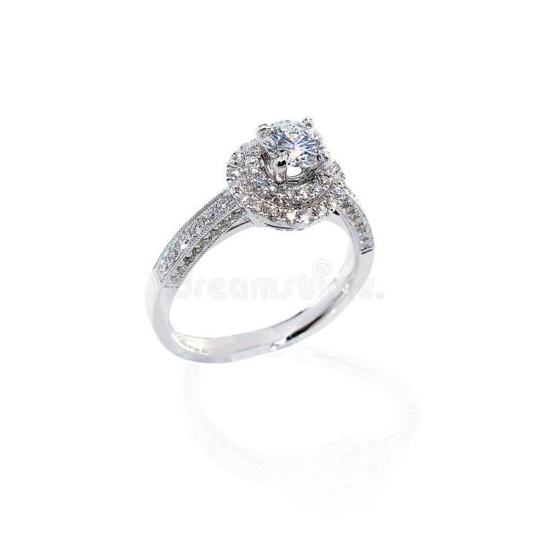 Presente de casamento do anel de diamante fotografia de stock royalty free