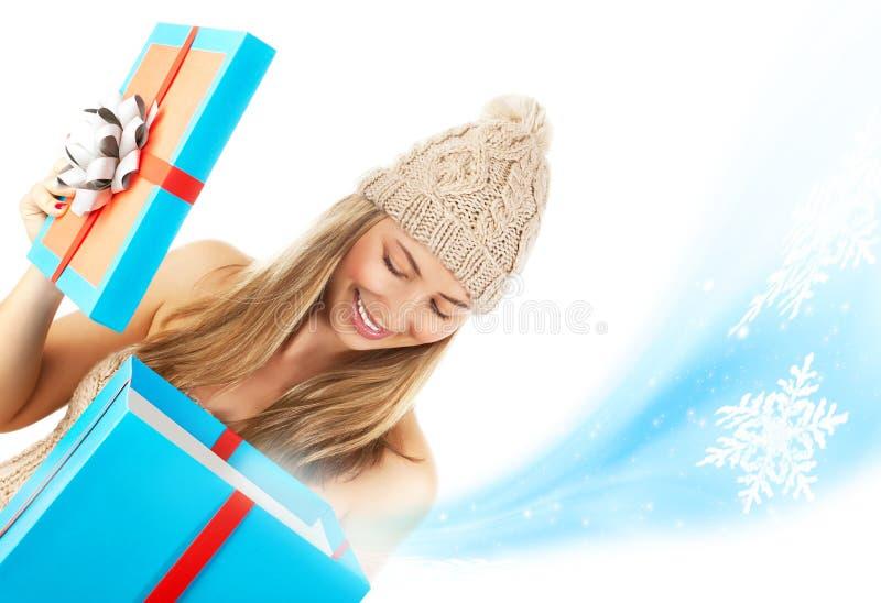 Presente de Natal aberto mulher foto de stock royalty free