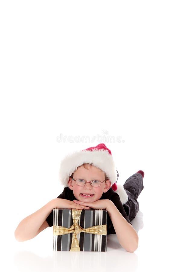 Presente de Natal do menino foto de stock royalty free